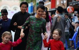 Hồng Nhung và 2 con biểu diễn thời trang khai mạc Tuần lễ Trịnh Công Sơn