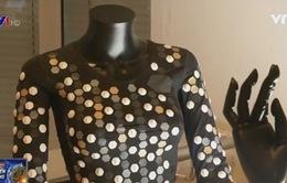 Bộ trang phục giúp cảm nhận thế giới ảo