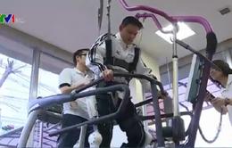 Nhật phát minh áo robot Cyborg giúp người liệt đi lại