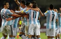 Vắng Messi, Argentina hòa hú vía và mất ngôi đầu