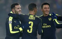 Tiếp tục tỏa sáng, Ozil tiệm cận Messi, Ronaldo