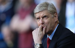 Fan Arsenal lo lắng: HLV Wenger lại chơi bài tiết kiệm
