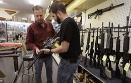 Người dân Mỹ đổ xô mua súng trước ngày bầu cử