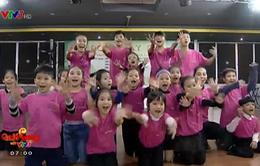 Vũ công nhí say mê tập môn thể thao dance sport