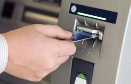 """Nhiều cây ATM tại Hà Nội """"quên"""" nâng hạn mức rút tiền ngoại mạng"""