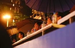 Người dân Đà Nẵng đội mưa đi xem tổng duyệt Lễ khai mạc ABG 5