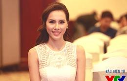Á khôi Áo dài Việt Nam Lệ Quyên nổi bật với vẻ đẹp dịu dàng