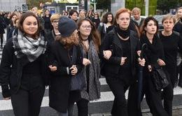 Hàng chục nghìn phụ nữ Ba Lan biểu tình phản đối dự luật cấm phá thai