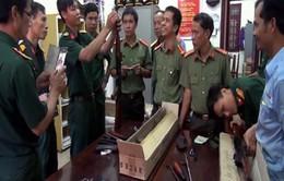 Quảng Nam: Bắt giữ xe khách chở nhiều vũ khí quân dụng