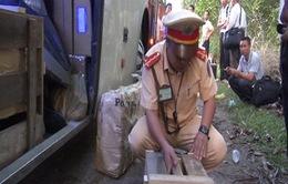 Quảng Nam bắt xe khách chở nhiều vũ khí quân dụng