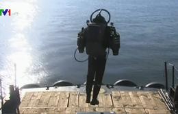 Người bay nhờ động cơ phản lực đeo ở lưng