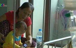 Trăn trở với hoàn cảnh của cậu bé 2 tuổi bị ung thư máu