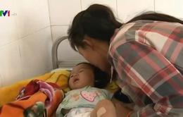 Bé 9 tháng tuổi bị thương nặng do súng tự chế