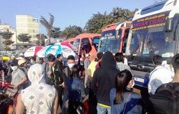 Người dân ùn ùn rời TP.HCM về quê đón Tết