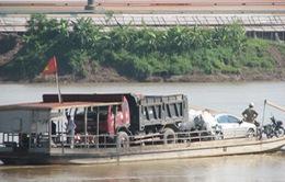 Nhiều phà tùy tiện chở ô tô qua sông tại Đồng Tháp