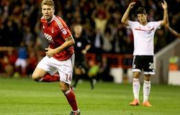 """""""Thánh"""" Bendtner ghi bàn đầu tiên tại Anh sau... 1000 ngày"""