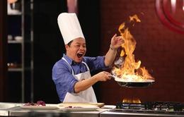 """Giám khảo Vua đầu bếp nhí thích thú """"đùa"""" với lửa"""