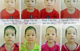 Tìm cha, mẹ cho 8 bé trai bị bán ra nước ngoài