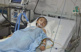 Bị thanh sắt đâm xuyên đầu, bé gái 8 tuổi nguy kịch tính mạng