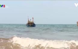Quảng Bình: Tàu cá đồng loạt neo đậu tại khu vực có dải nước đỏ