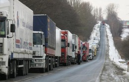 Ukraine cấm các xe tải của Nga quá cảnh