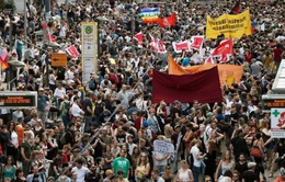 Hàng nghìn người biểu tình yêu cầu Thủ tướng Merkel từ chức
