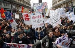 Pháp sẽ không rút lại Luật Lao động mới