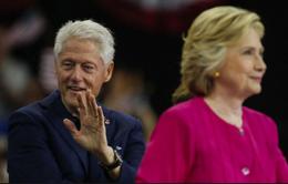 FBI công bố hồ sơ bất lợi cho bà Hillary Clinton