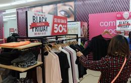 Người dân Hà Nội nườm nượp săn đồ giảm giá trong ngày Black Friday