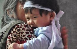 Bố mẹ chết thảm vì xe tải, 3 con thơ mờ mịt tương lai