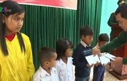 Bộ đội Biên phòng Quảng Trị giúp trẻ em nghèo đến lớp