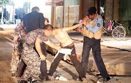 """Cảnh sát Iraq gỡ bom trên người """"chiến binh thánh chiến nhí"""""""