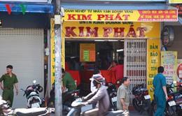TP.HCM: Dùng xăng uy hiếp chủ tiệm vàng để cướp tiền