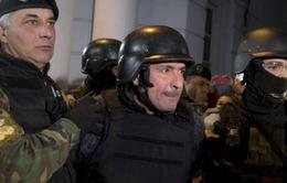 Cựu Bộ trưởng Argentina bị bắt quả tang chôn hàng triệu USD xuống đất