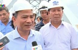 Bộ trưởng Bộ Giao thông vận tải kiểm tra công trường sửa chữa cầu Ghềnh