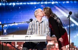 Thí sinh Britain's Got Talent trao nhau nụ hôn nồng nàn trên sân khấu