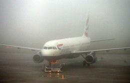 Hàng trăm chuyến bay tại Anh bị hủy do sương mù dày đặc