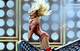 Britney Spears diện bikini cực sexy trên sân khấu Billboard 2016