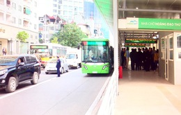 Vì sao dự án xe bus nhanh ở Hà Nội chậm tiến độ đến 10 năm?