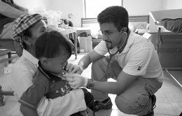 Đoàn tình nguyện viên quốc tế khám bệnh miễn phí cho người nghèo tại Kon Tum