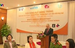 """""""Bữa sáng Ruy băng trắng"""" - Nam giới tiên phong trong phòng chống bạo lực đối với phụ nữ"""