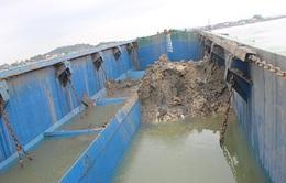 Phát hiện tàu xả bùn thải ra biển khu vực Nghệ An, Hà Tĩnh