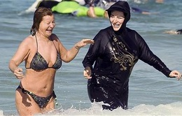Burkini rơi vào hoàn cảnh như bikini thuở hàn vi?