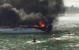 Quảng Nam: Ca nô du lịch cháy rụi ở Hội An
