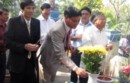 Dâng hương tưởng niệm những người có công xây đập Đồng Cam