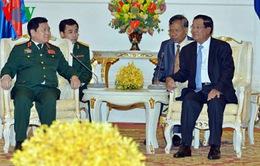 Đại tướng Ngô Xuân Lịch hội kiến Thủ tướng và Chủ tịch Quốc hội Campuchia