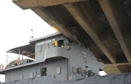 Giải cứu thành công tàu Thành Luân 28 khỏi gầm cầu An Thái
