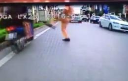 Sự thật vụ CSGT đạp ngã người vi phạm trên phố Xã Đàn