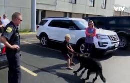 Mỹ: Cậu bé gây quỹ xây dựng lực lượng chó cảnh sát địa phương