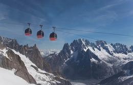 Italy: Hàng trăm người mắc kẹt trên tuyến cáp treo leo núi